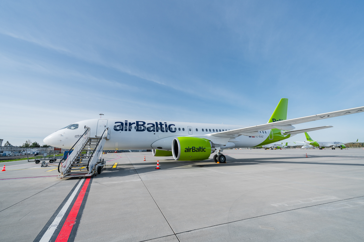 Airbus A220-300 YL-AAZ